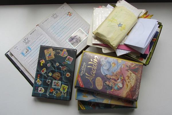 tralha: agendas, vhs e cartas